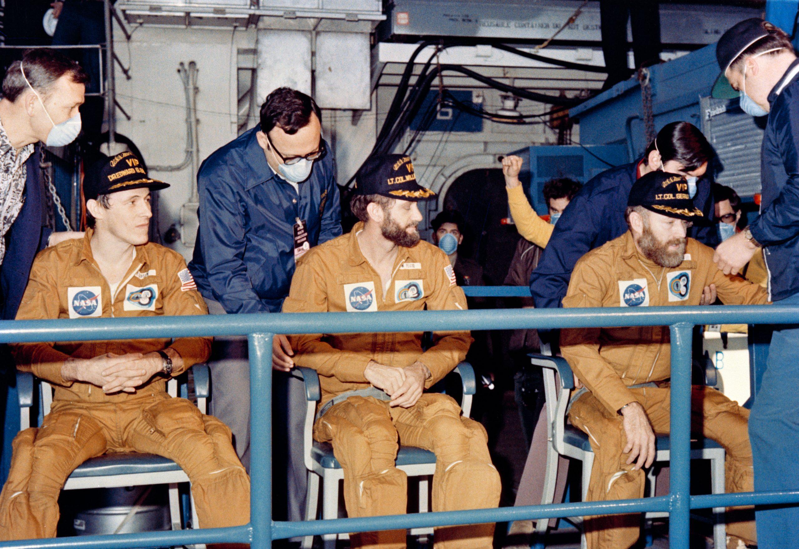 Účastníci mise Skylab 4 po přistání (a tedy po první vesmírné stávce)